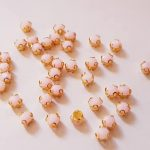Matte roze opnaaisteentjes 4 mm (per 75 stuks)